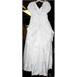 WHITE WEDDING DRESS W/ PEARL DESIGN SIZE:10