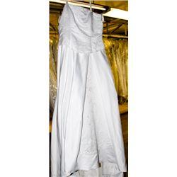 WHITE WEDDING DRESS SIZE: 16