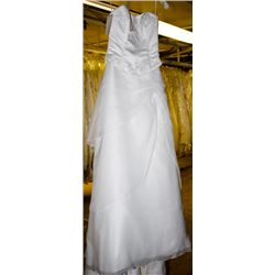 WHITE WEDDING DRESS SIZE: 6