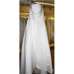 IVORY WEDDING DRESS SIZE: 8