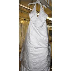 WHITE WEDDING DRESS SIZE: 21