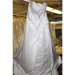 WHITE FLORAL WEDDING DRESS SIZE: 16
