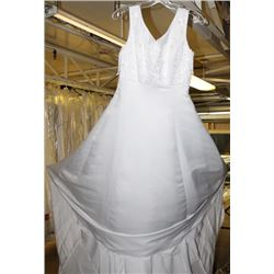 WHITE WEDDING DRESS SIZE: UNKNOWN