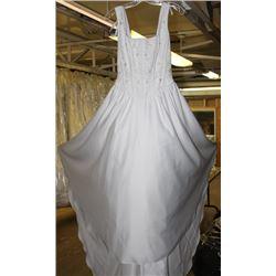 WHITE FLORAL WEDDING DRESS SIZE: 6