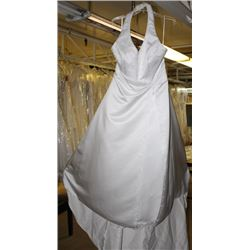 WHITE WEDDING DRESS W/ ACCENT SIZE: 22