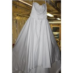 WHITE WEDDING DRESS SIZE: 8