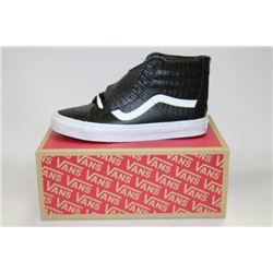 PAIR OF NEW VANS SHOES MENS SIZE 8