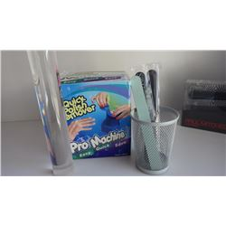 QUICK NAIL POLISH REMOVER MACHINE AND BASKET WITH NAIL FILES