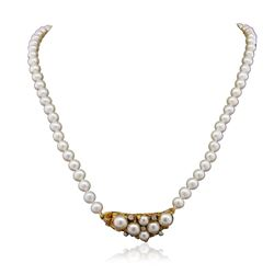 18KT Yellow Gold 0.18 ctw Diamond and  Pearl Necklace