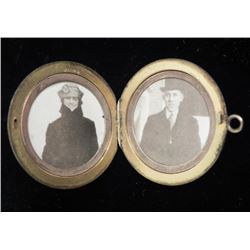 Antique Engraved Gold Plt Photo Locket Pendant w/Photos