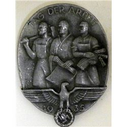 """NAZI 1935 """"TAG DER ARBEIT"""" MEDAL WITH WORKERS"""