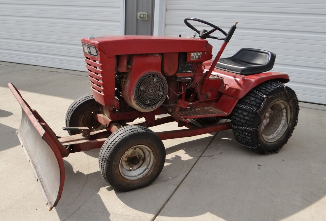 """1968-70 Wheel Horse Charger 12 Model 1-7241 lawn tractor, 12 hp, hydro,  front mt 42"""" blade, chains"""