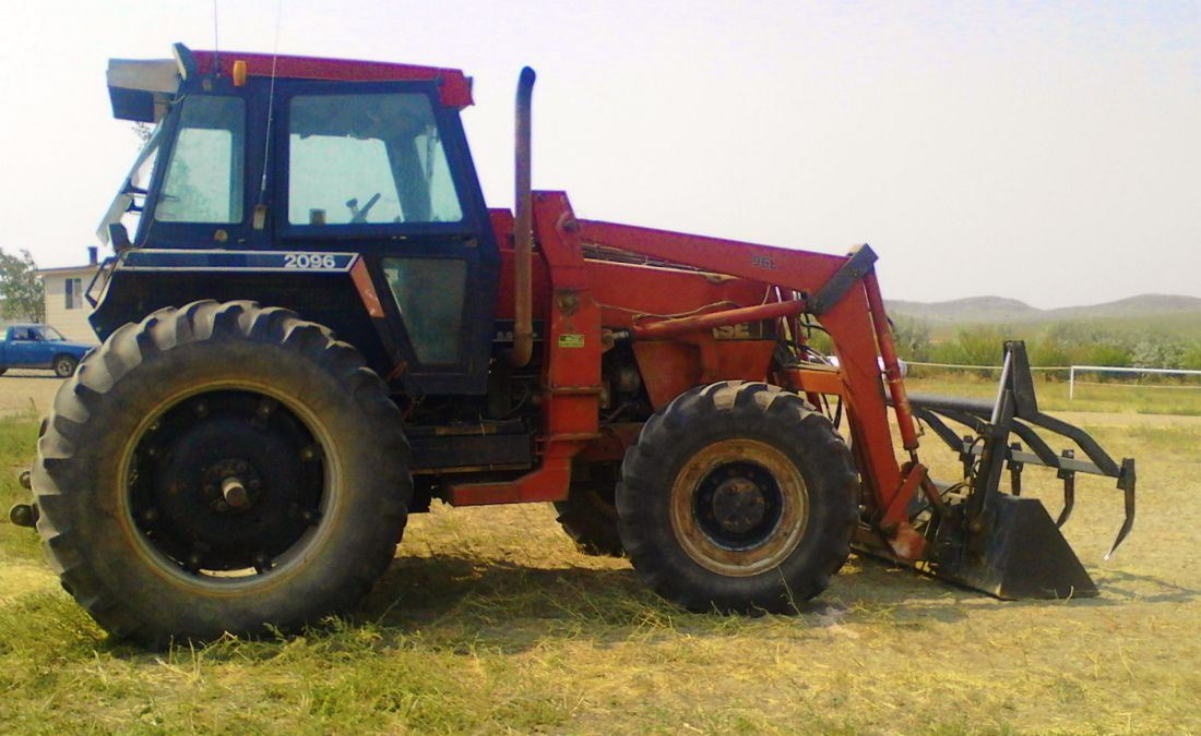 Case 2096 tractor, MFWD, 6-cyl  diesel, 115 hp, Case L96 loader, bucket w/  grapple, dual pto, dual h