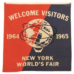 NEW YORK WORLD'S FAIR WELCOME VISITORS HANGING FLAG BANNER.