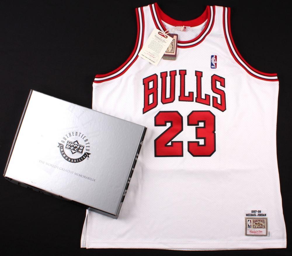 new product 48ec2 a6f19 Michael Jordan Signed Bulls Mitchell & Ness Throwback ...