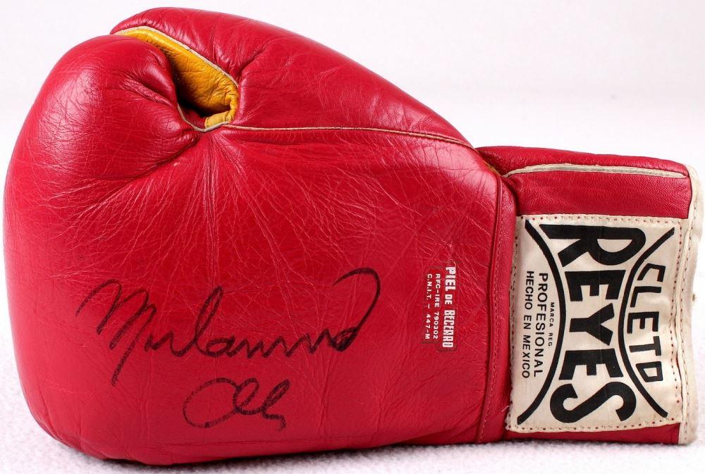 מתקדם Muhammad Ali Signed Vintage Cleto Reyes Boxing Glove (JSA ALOA) AE-89