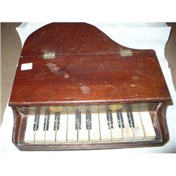Antique Schoenhut Child size Piano Pat. Sept.18, 1900