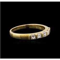 18KT Yellow Gold 0.40ctw Diamond Ring