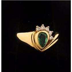 Sparkling Ladies Emerald & Diamond Ring Set