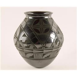 Mata Ortiz Blackware Pot