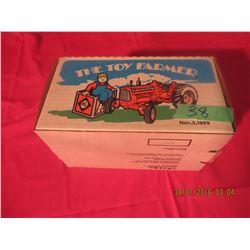1/16 Scale Allis-Chalmers D19 1989 Toy Farmer #2220