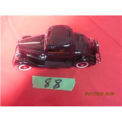 1/24 Scale 1933 Ford Deluxe Coupe by Danbury Mint