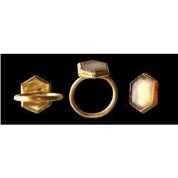 Gold ring with quartz stone (hexagonal cut).
