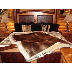 AUX ARC FUR TRADERS: Natural Fur Beaver Blanket with Coyote Trim
