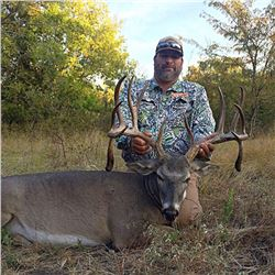 COTTON MESA TROPHY WHITETAIL:3-Day Whitetail Deer Hunt for One Hunter in Texas - Includes Trophy Fee