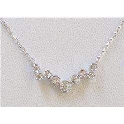 14K WHITE GOLD DIAMOND PENDANT WITH CHAIN :2.26g/Diamond:0.19ct