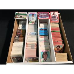 LARGE LOT OF ASSORTED HOCKEY CARDS INCLUDING: