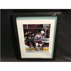 SIGNED AND FRAMED DUEL AUTOGRAPHED PICTURE OF MARK MESSIER AND MARIO LEMIEUX