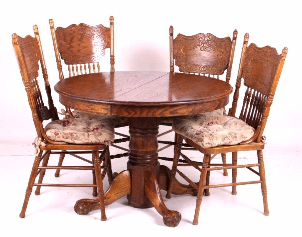 Round Oak Claw Foot Table W Pressed Back Chairs