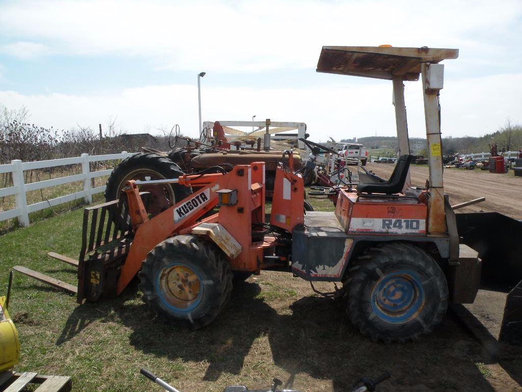 Kubota R410 articulating wheel loader w/pallet forks & bucket-needs  hydraulic drive motor repair, SN