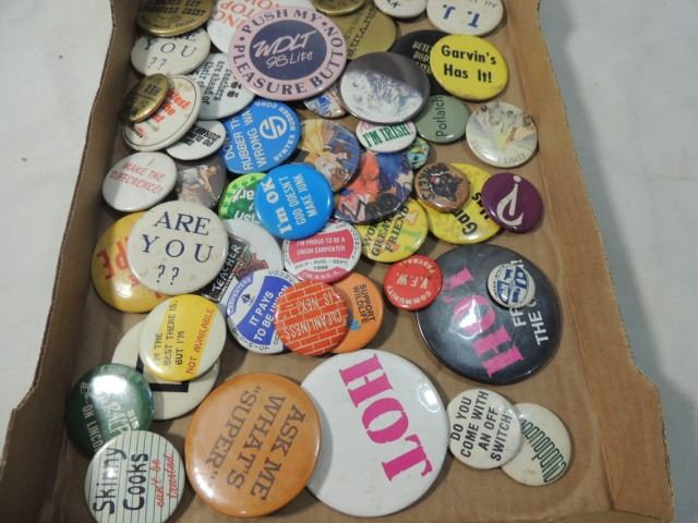 Image 1 : BOX LOT VINTAGE BUTTONS PINS PINBACKS UNION MORE