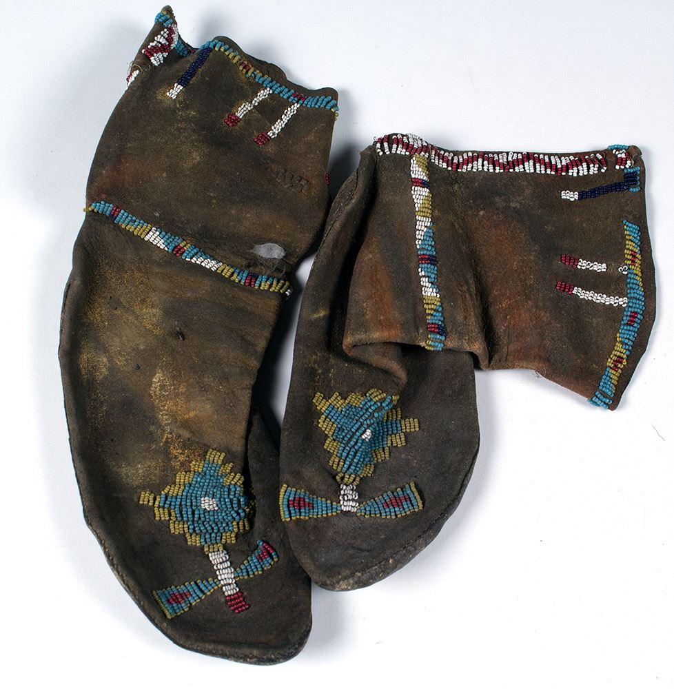 e4c75edb6 Loading zoom · Image 1 : Vintage Plains Leather and Beaded Moccasins