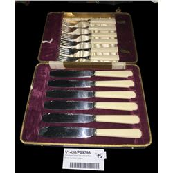 * Vintage Cased Set of Sheffield Bone Handled Cutlery