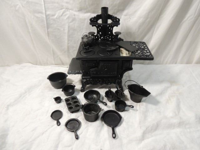 Remarkable Boyds Cast Iron Toy Antique Stove Pots Pans More Home Interior And Landscaping Staixmapetitesourisinfo