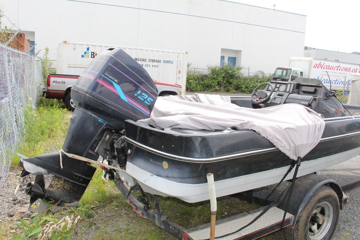 BLACK US MARINE BOAT WITH FORCE 125 OUTBOARD MOTOR AND 1991