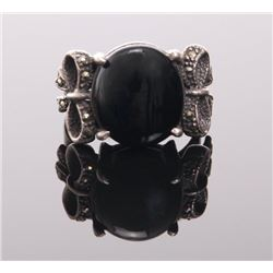 Sterling silver ring with large onyx center stone and m