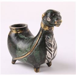 An exquisite bronze carved animal effigy sculpture bron
