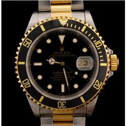 WATCH  [1] Stainless steel & 18KYG gents Rolex Oyster Perpetual Submariner watch with a black dial,