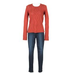 Cassie (Chloe Grace Moretz) Hero Sweater & Jeans from The 5th Wave