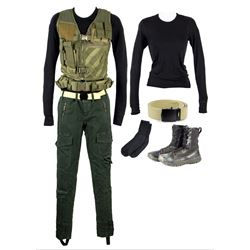 Ringer (Maika Monroe) Complete Hero Camp Haven Costume from The 5th Wave