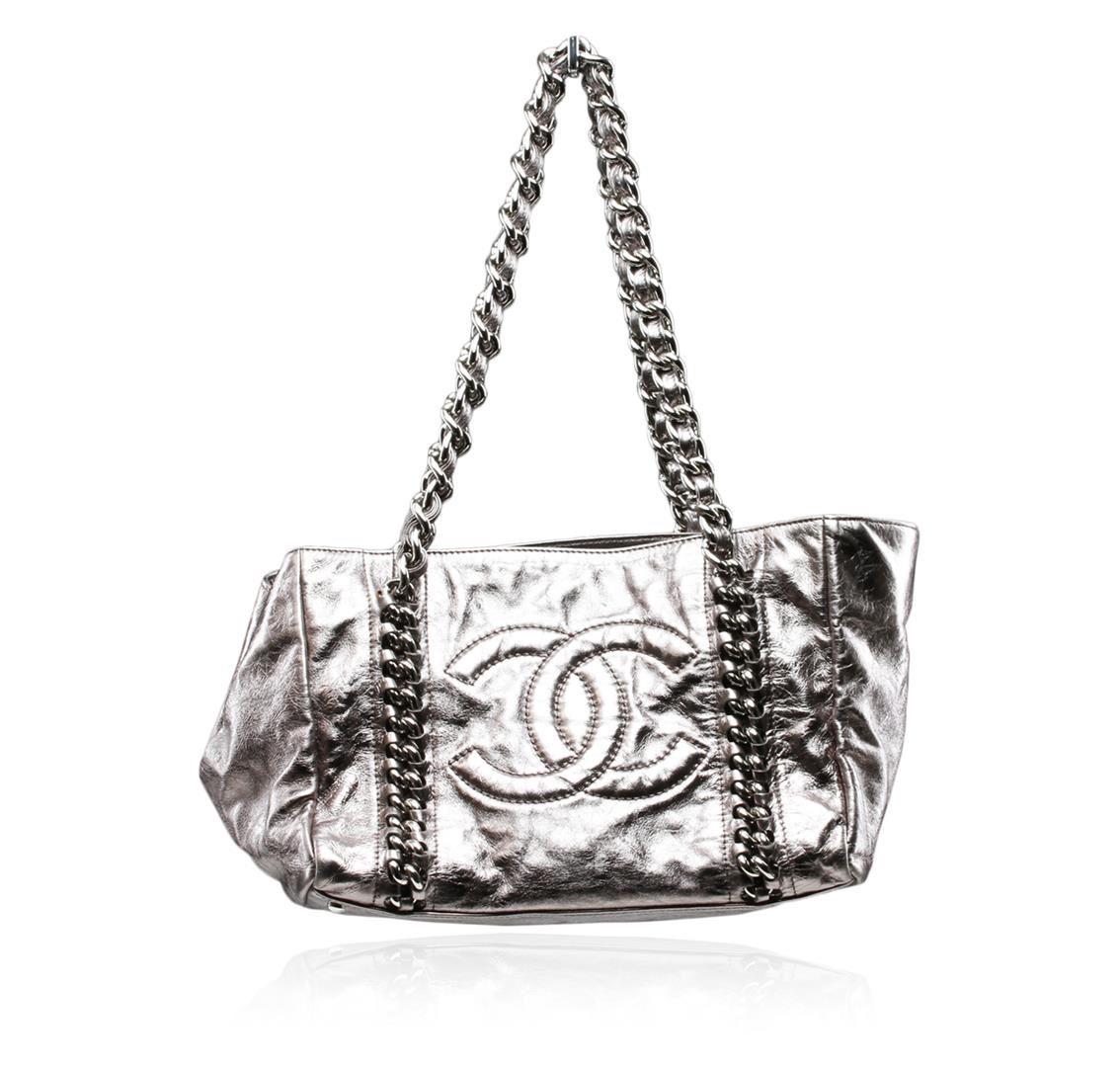 70a7a99071e0 Image 1 : Chanel Silver Metallic Cracked Calfskin Modern Chain Tote ...