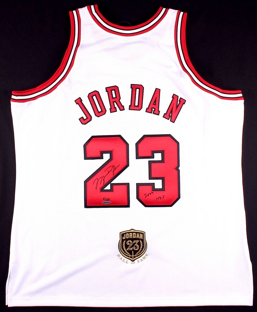 best loved e3527 5fac3 Michael Jordan Signed Bulls Authentic On-Court Jersey with ...