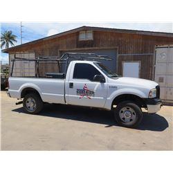 06 Ford F250 XL Super Duty V8 Pickup 490 TVA  w/ Pipe Rack & Job Box