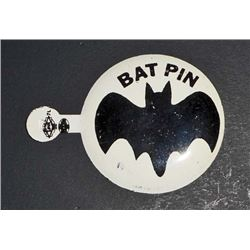 VINTAGE TIN LITHO BATMAN BADGE / PIN