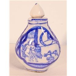 BLUE & WHITE PORCELAIN CHINESE SNUFF BOTTLE