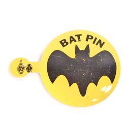VINTAGE TIN LITHO BATMAN BADGE / PIN